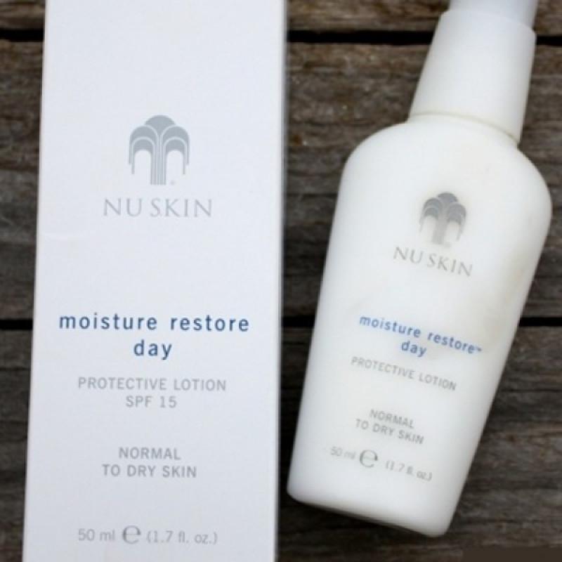 Sữa dưỡng ẩm ban ngày dành cho da thường và da khô Moisture Restore Day  Lotion SPF 15 (50 ml)