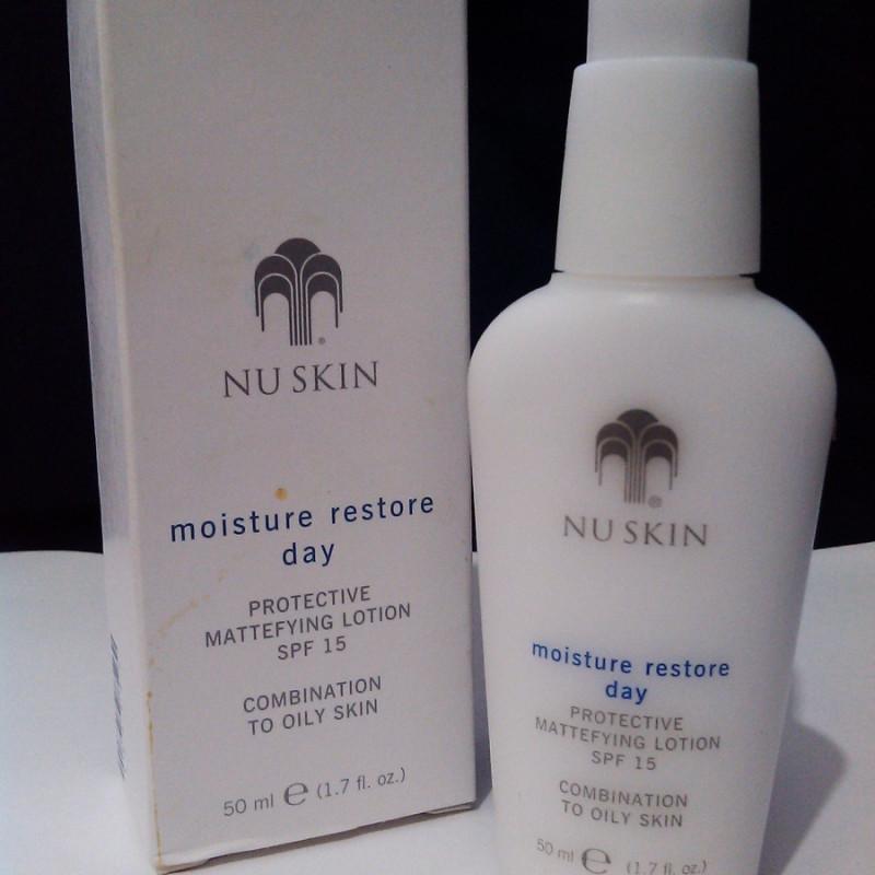 Sữa dưỡng ẩm ban ngày dành cho da dầu và da hỗn hợp Moisture Restore Day Lotion SPF 15 (50 ml)
